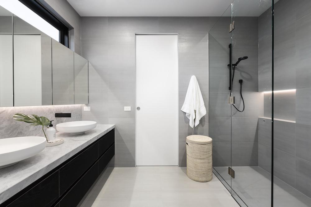 Waarom een gietvloer ook mooi is in je badkamer #badkamer #gietvloer #badkamerinspiratie #issavloeren #gietvloeren