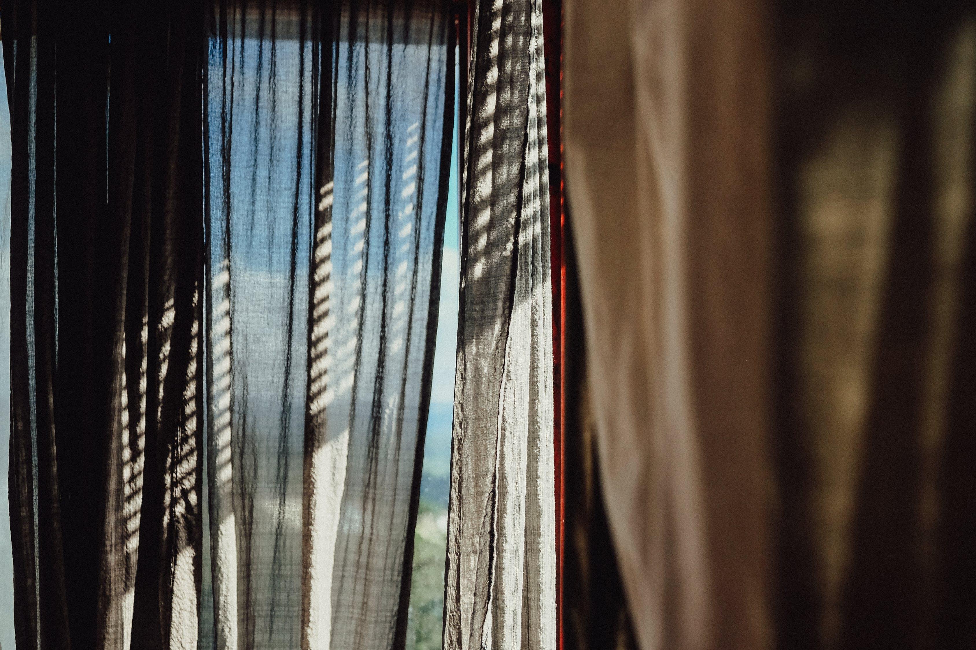 Je nieuwe huis is pas echt af met de juiste raambekleding #raambekleding #gordijnen #jaloezieen #nederland