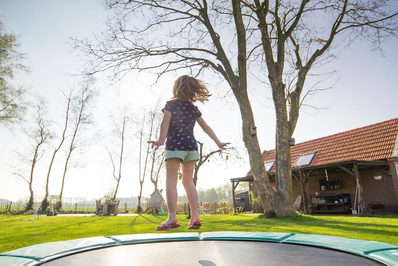 Trampoline kopen? Dit zijn de voordelen van het creatief gebruiken van vormen #trampoline #tuin #kinderen