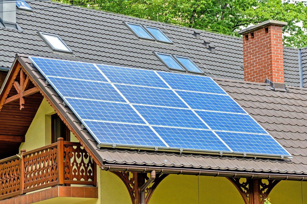 Voordelig stoken met gehuurde zonnenpanelen op het dak #zonnepanelen #huren #duurzaam #wonen #energiezuinig #verwarmen