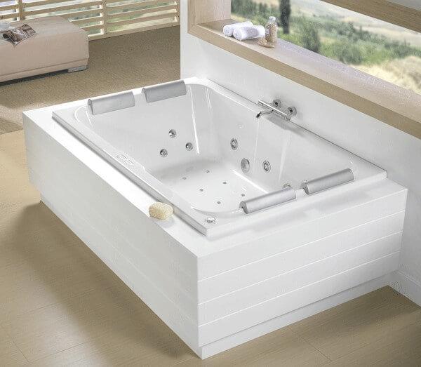 Badkamer met whirlpool bad voor 2 personen