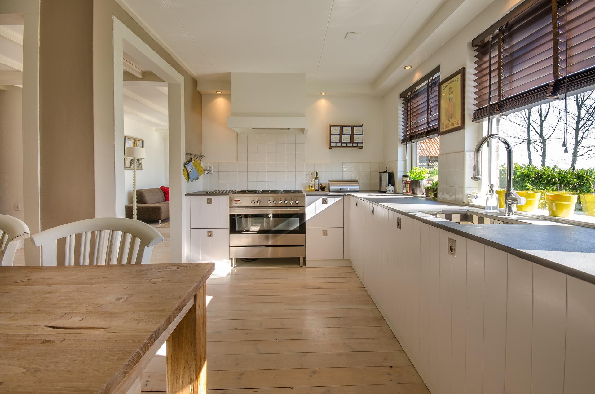 Keukeninspiratie: een nieuwe keuken met een budget #keuken #droomkeuken #houtenkeuken #keukenrenovatie