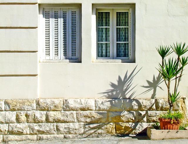 Geniet van je tuin met de juiste raamdecoratie #ramen #tuin #raamdecoratie