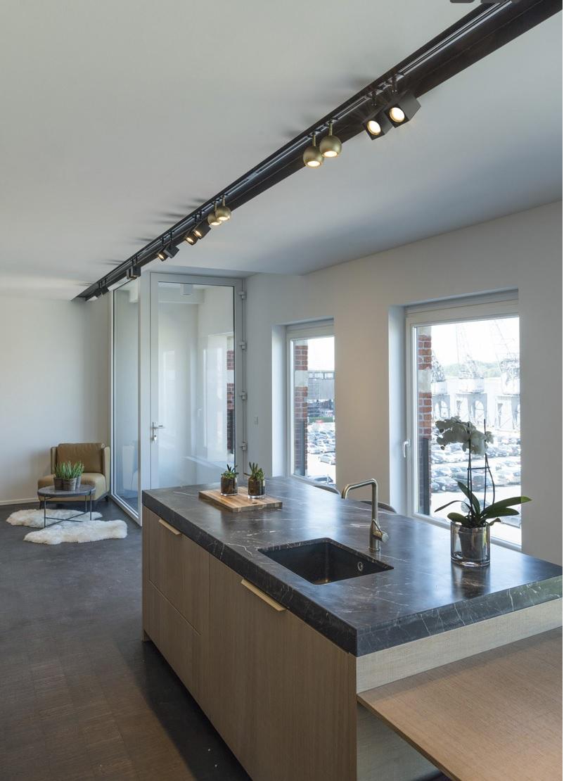Railverlichting met spots in de keuken #keukeninspiratie #keukenverlichting #keuken #verlichting #railverlichting