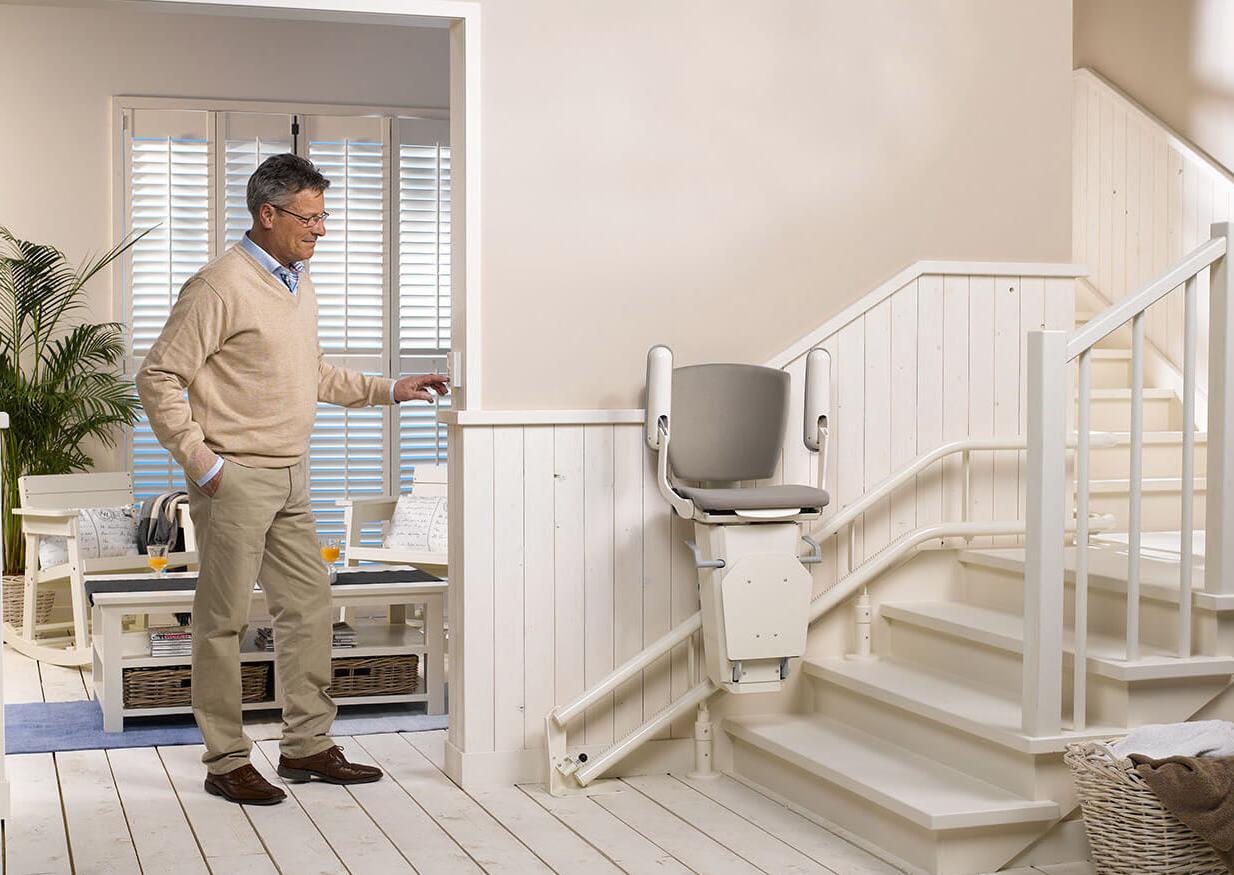Traplift is ideaal voor ouderen en mindervaliden om langer thuis te blijven wonen #traplift #wonen