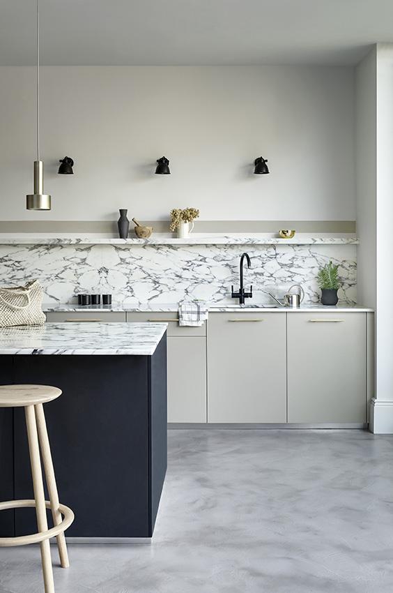 Keuken zwart wit met Monochrome kleurenkaart van Paper and Paint Library #verf #zwartwit #keuken