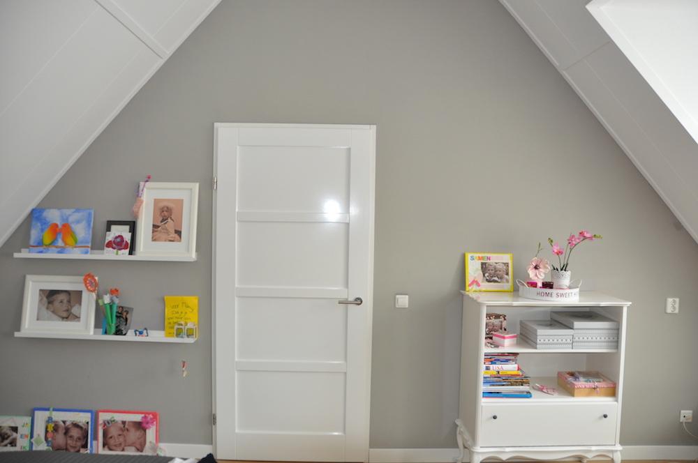 Complete Meiden Slaapkamer: Meisjes kamer ria s poppenhuis. Stock foto ...