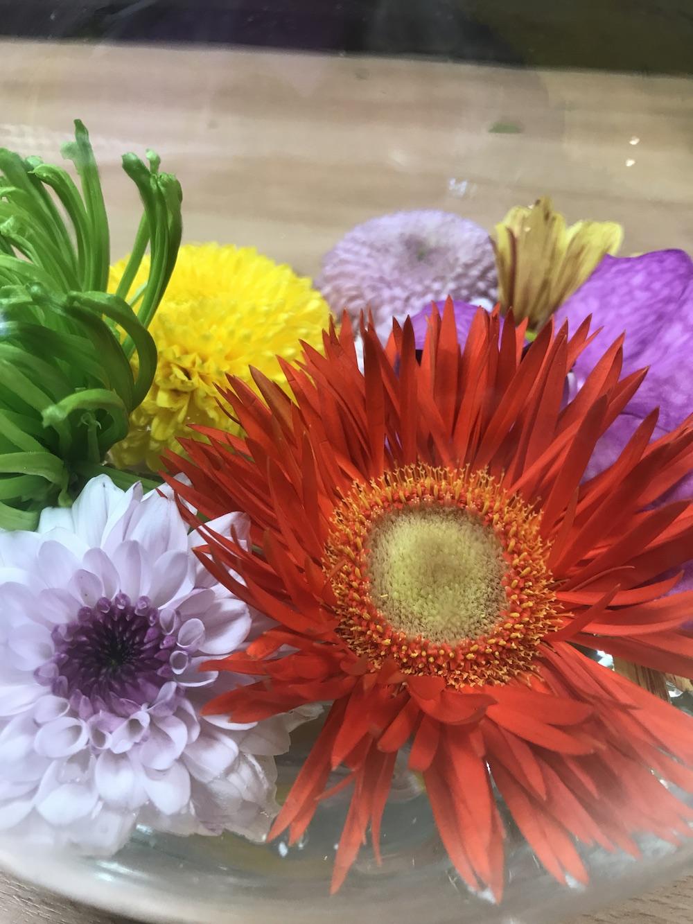 UW-woonmagazine blog Hoe verwerk je kleur in je interieur door Styling ID bloemen