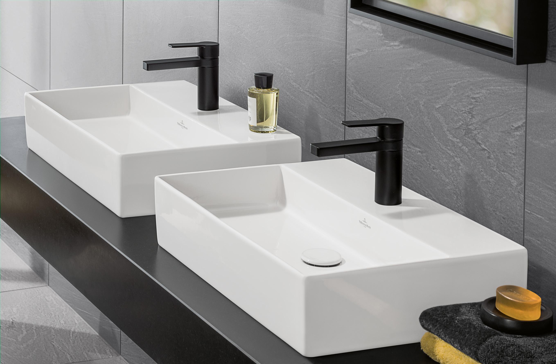 Blog UW-woonmagazine Kleuraccenten voor een sfeervolle badkamer Villeroy and Boch wastafel Memento met zwarte kranen