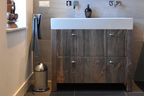 UW-woonmagazine Woonblog Oud hout geeft karakter aan je interieur badkamer
