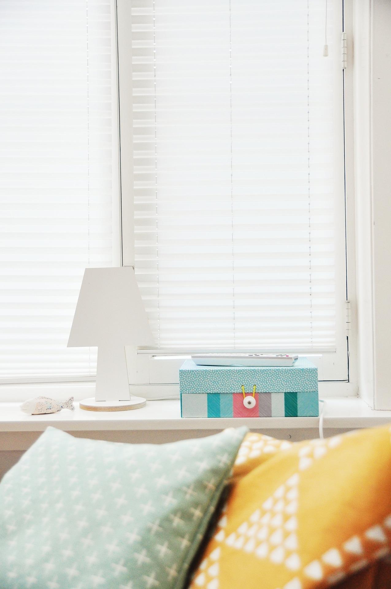 UW-woonmagazine blog Tips om een kleine kamer te stylen raambekleding door Styling ID