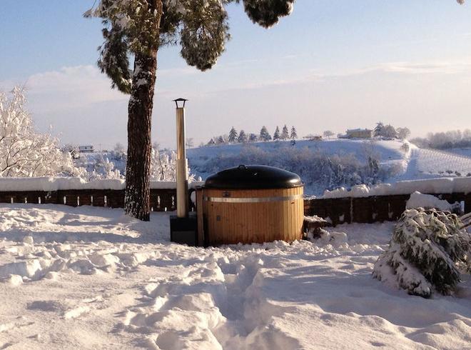 vanuit-de-hottub-genieten-van-de-sneeuw