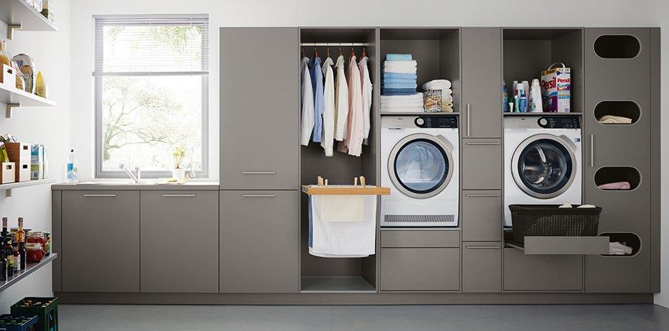 Wasruimte. Hoe creëer je een wasruimte in huis voor wasmachine met slimme opbergsystemen en wastoren #wastoren #wasruimte #bijkeuken #opbergruimte #wasmachine