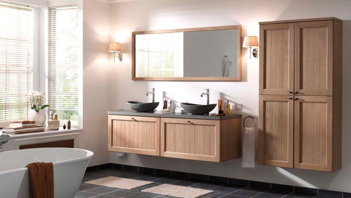 Een landelijke badkamer straalt een warmte en gezelligheid uit. Warm hout gecombineerd met een wastafel in graniet of het frisse solid surface geeft je badkamer dat landelijke karakter dat je zoekt!  Een verfijnde afwerking zorgt bovendien voor een licht en open gevoel. Combineer met een passend bad en douche om de landelijke charme in je badkamer compleet te maken. Accessoires met fijne details zorgen voor de finishing touch.