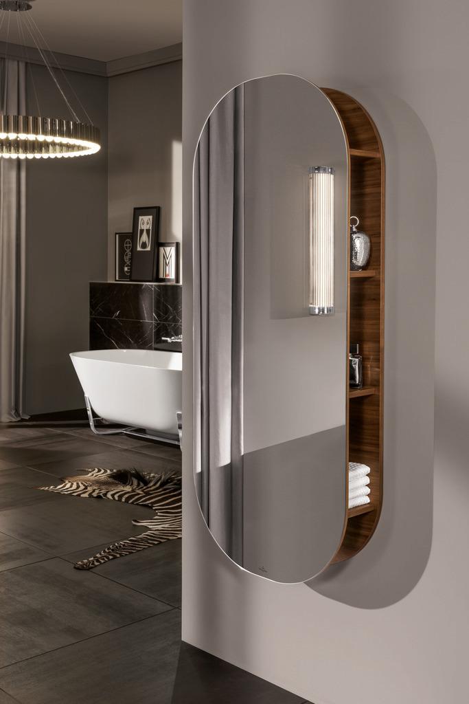 Badkamertrend: spiegels met ronde vormen. Villeroy & Boch spiegelkast Antheus #badkamertrends #badkamer #spiegel #spiegelkast