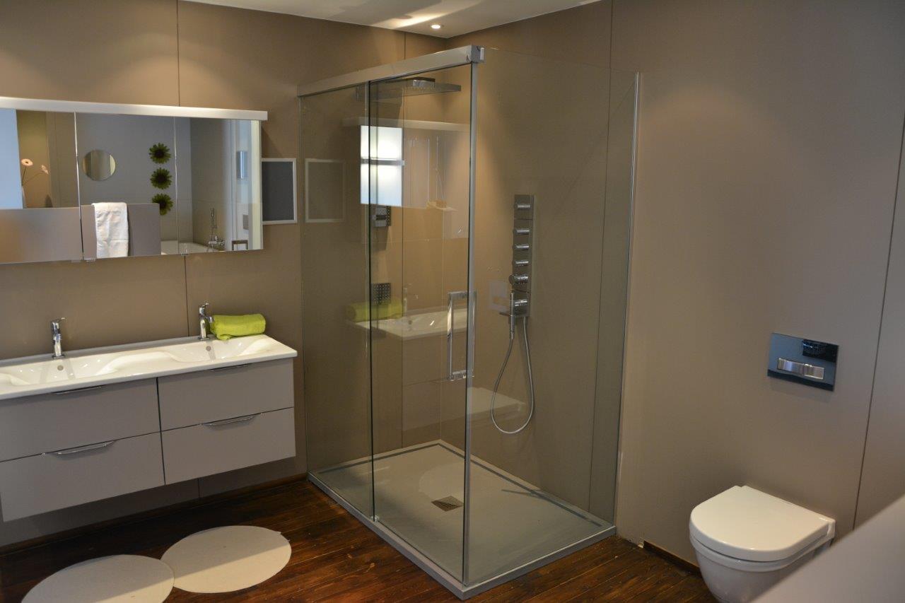 Soepel schuivende douchedeuren van Aquaconcept   Nieuws Startpagina voor badkamer idee u00ebn   UW