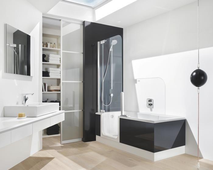 Ligbad en volwaardige doucheruimte in één. Ideaal voor de kleinere badkamer - Artweger Twinline 2