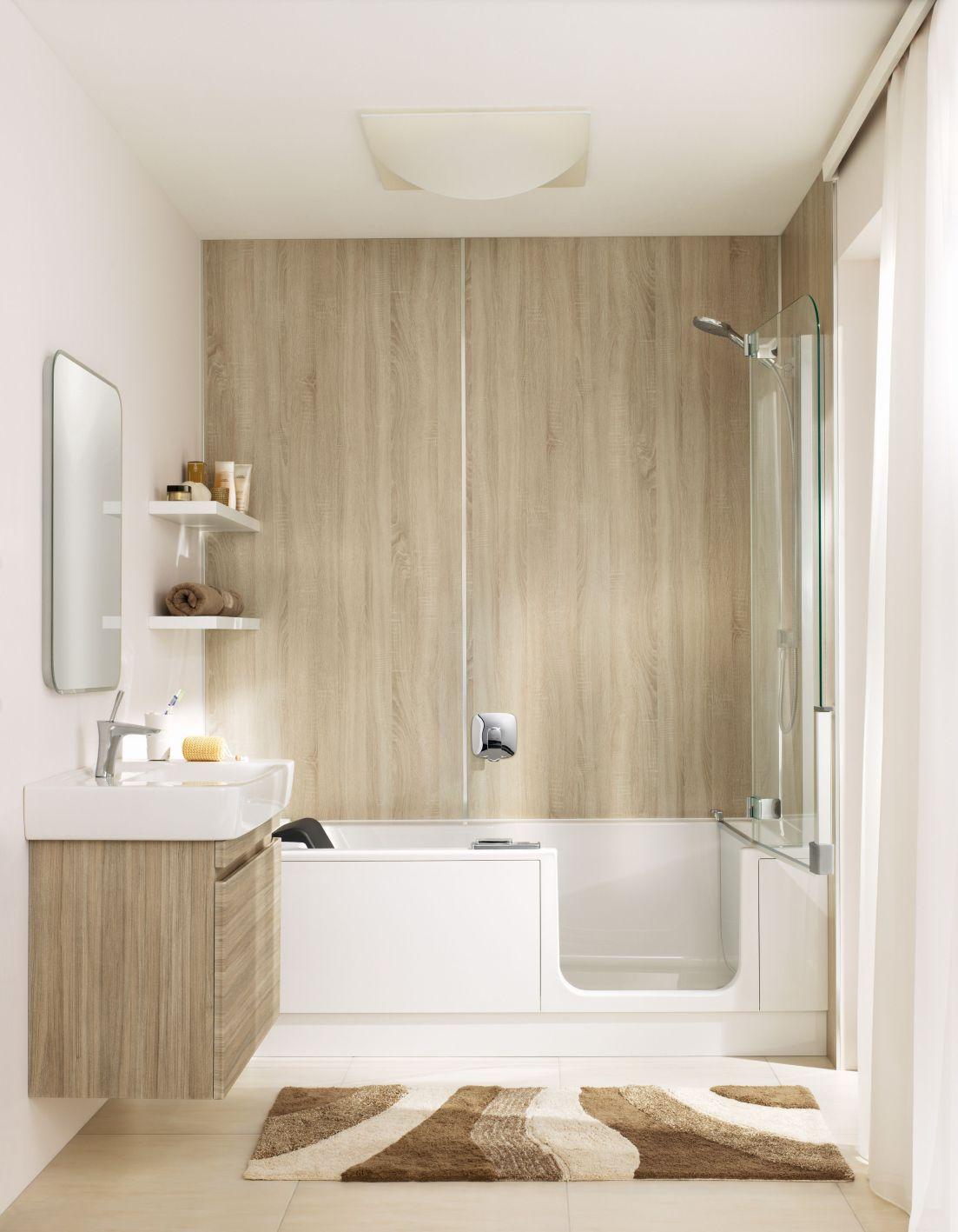 Instapbad met douchedeur met Artclear Glas van Artweger voor douchedeuren en wanden. Stoot water af en vuil krijgt geen kans. #artclear #artweger #douchedeur #instapbad