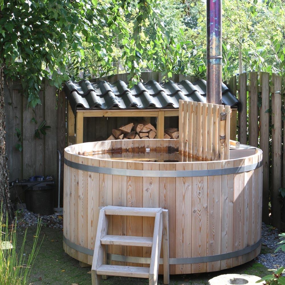 Houten hottub in de tuin Cerdic