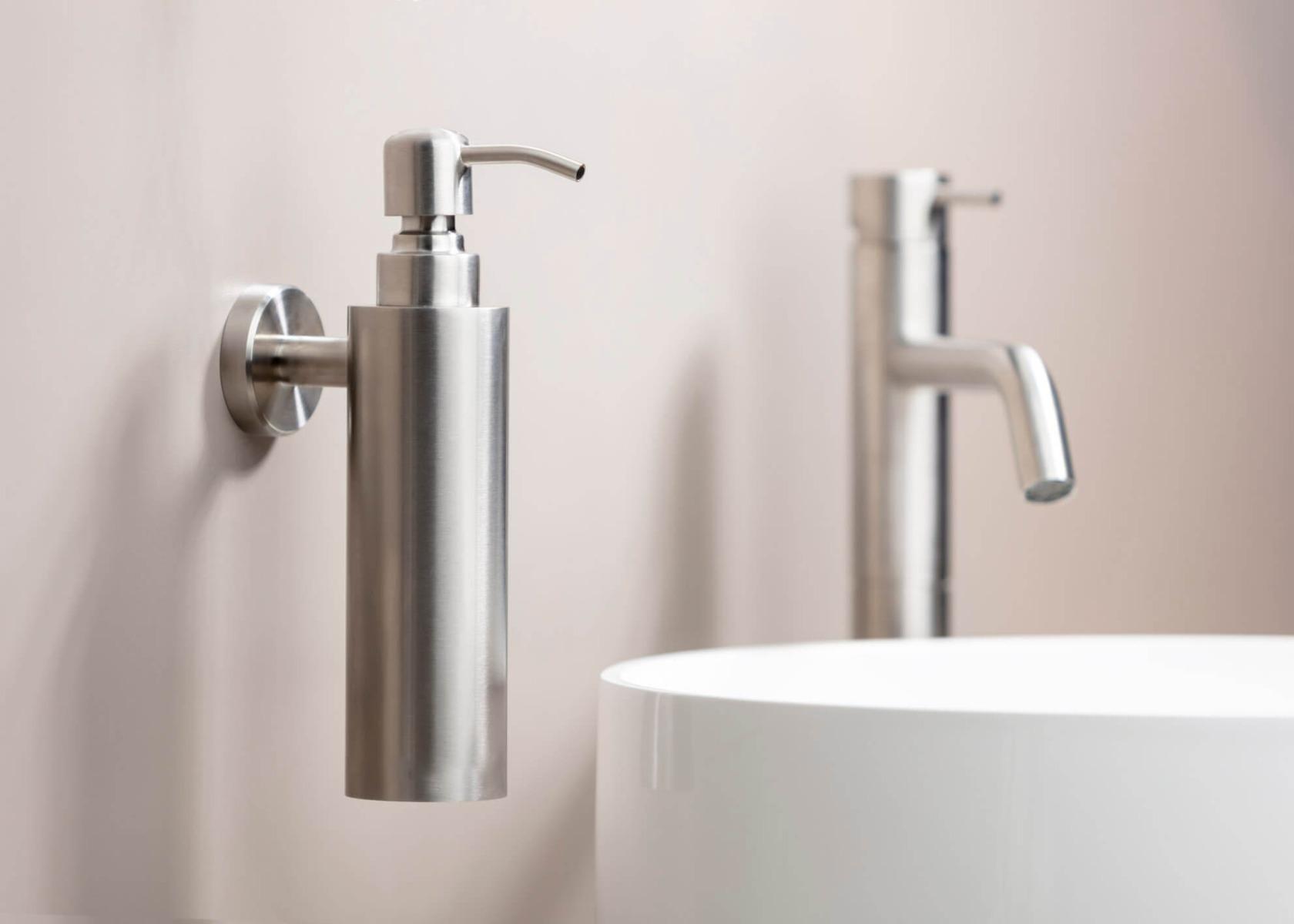 Badkamer trends 2021. Inspiratie voor de badkamer. Qisani via Dekker Zevenhuizen #badkamer #badkamertrends #badkamerinspiratie #verbouwen #dekkerzevenhuizen #qisani