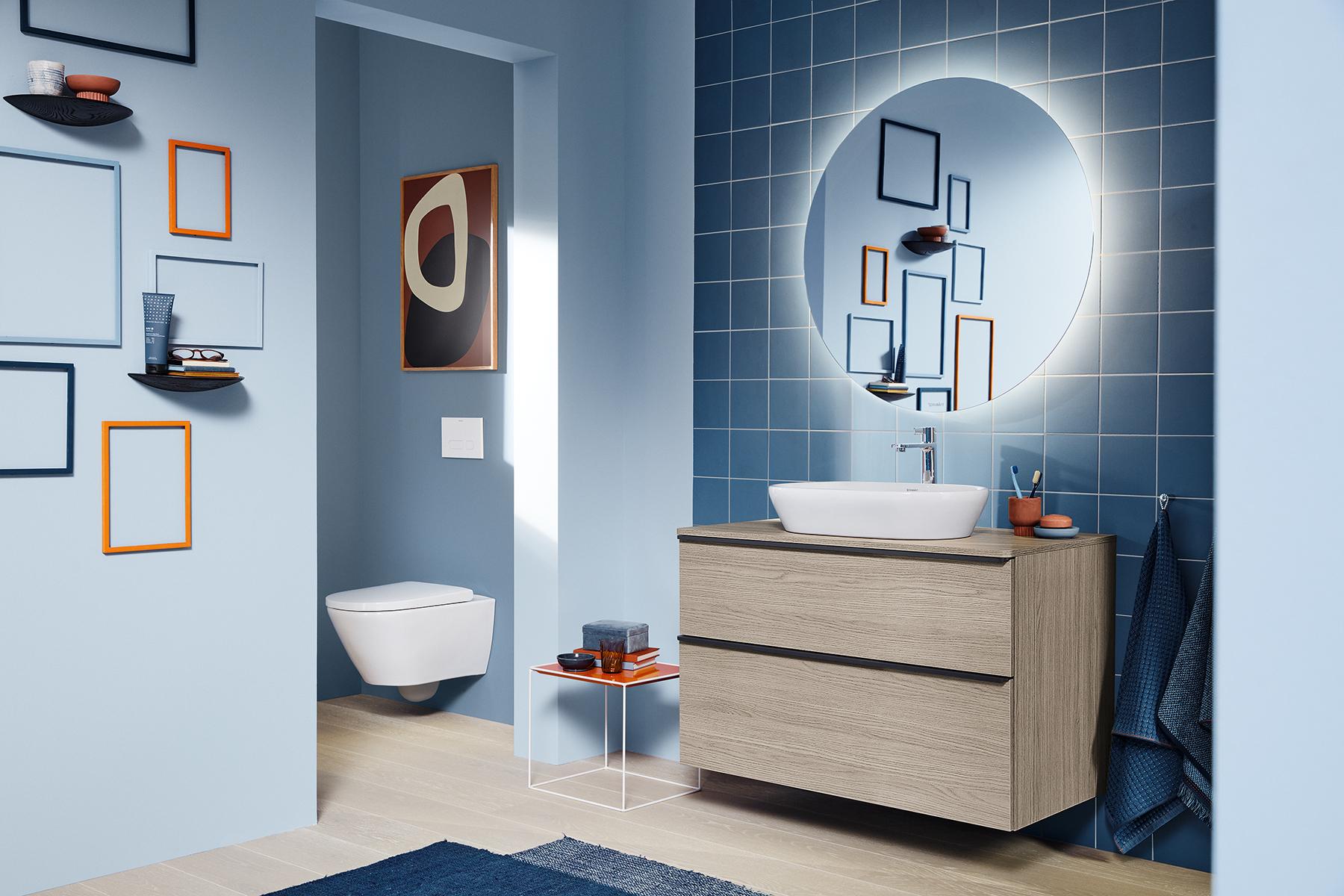 Duravit compleet badkamerserie D-Neo met badkamermeubel en ronde spiegel met led-verlichting #badkamermeubel #spiegel #badkamer #duravit #badkamerserie #dneo #completebadkamer #inspiratie #badkamermeubel