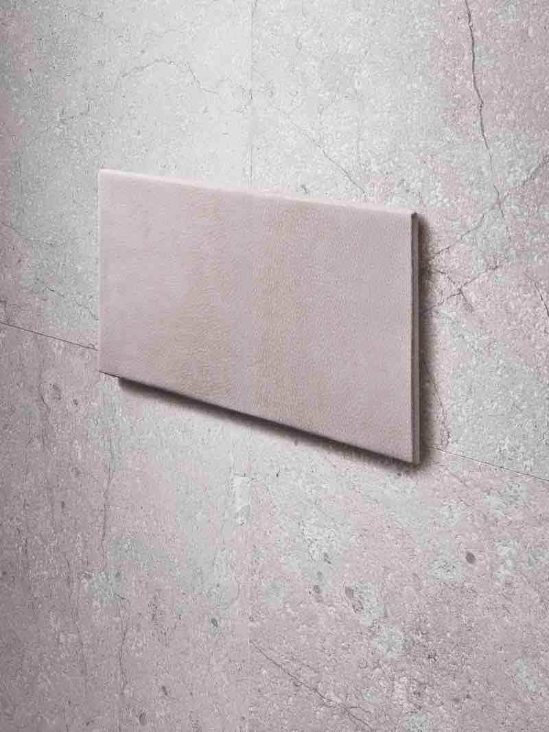 Geberit bedieningsplaat Sigma met stonelook. Ontwerp zelf je bedieningsplaat op de website maakjeeigenbedieningsplaat.nl #geberit #bedieningsplaat #sigma #toilet
