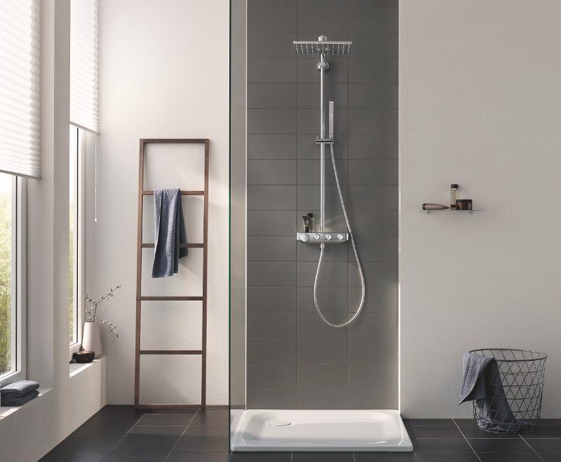 Kies voor een duurzame badkamer met energie- en waterbesparende kranen en douche. Grohe douchesysteem Smartcontrol Euphoria #badkamer #douche #douchesysteem #badkameridee