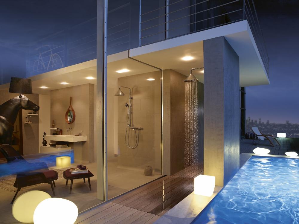 Loft met zwembad. Badkamer met douche Axor Front via Hansgrohe