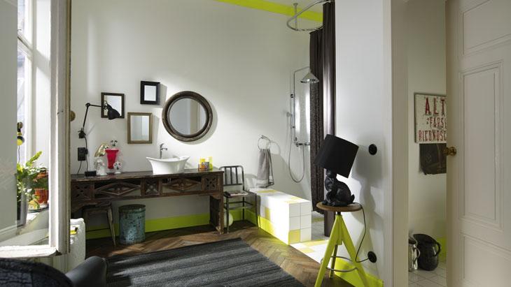 Klassieke badkamer met industriële look door douche Axor Front via hansgrohe