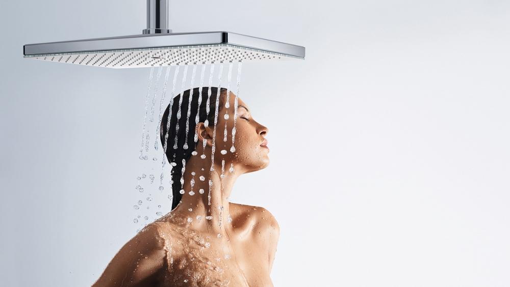 Design douche met glazen plaat - Rainmaker Select met 3 verschillende straalsoorten van Hansgrohe