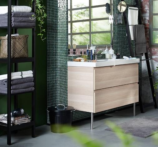 Badkamer met meubels van IKEA: badkamermeubel GODMORGON