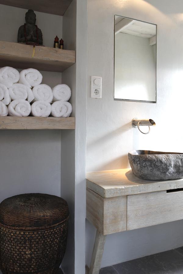 Stijlvol! Een houten wastafelblad met waskom - Nieuws Startpagina ...