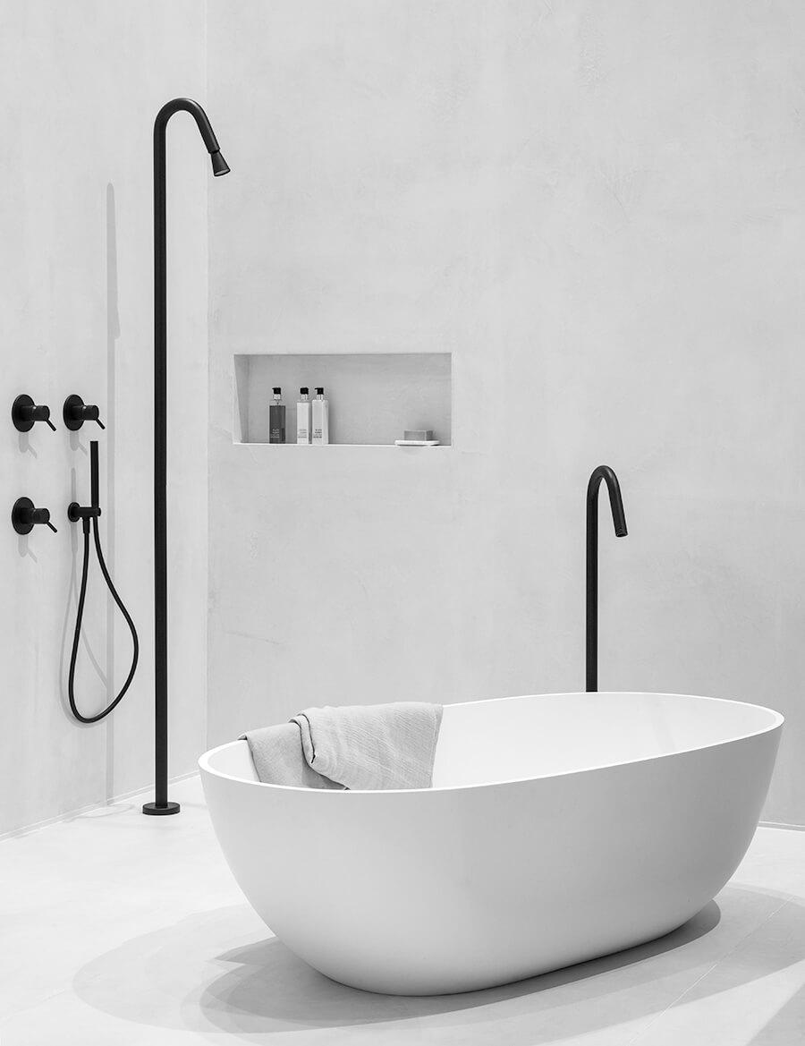 Trend: zwart in de badkamer. Zwarte kranen en douche uit de Slimline Black kranenserie - design by JEE-O