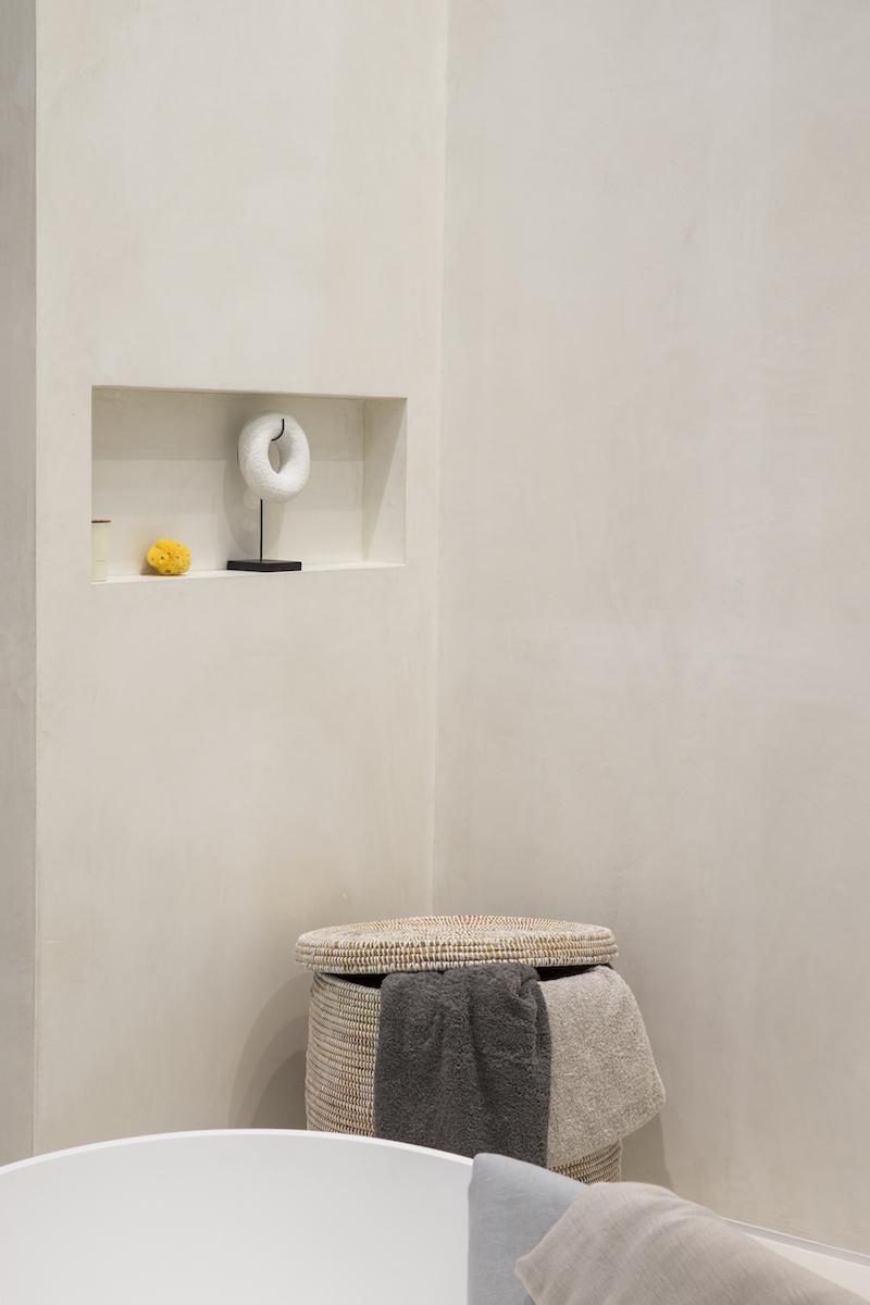 Badkamer met nis in Stijlvol wonen huis op vt wonen beurs. Foto Denise Keus
