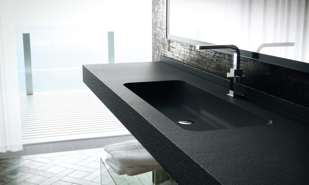 Wastafel badkamer zwart zwart wit badkamer houten badkuip