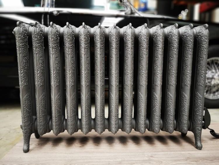 Elektrische radiator van gietijzer. Artdeco radiator van Laurens  Radiatoren #radiator #badkamer #laurens #laurensradiatoren #gietijzer