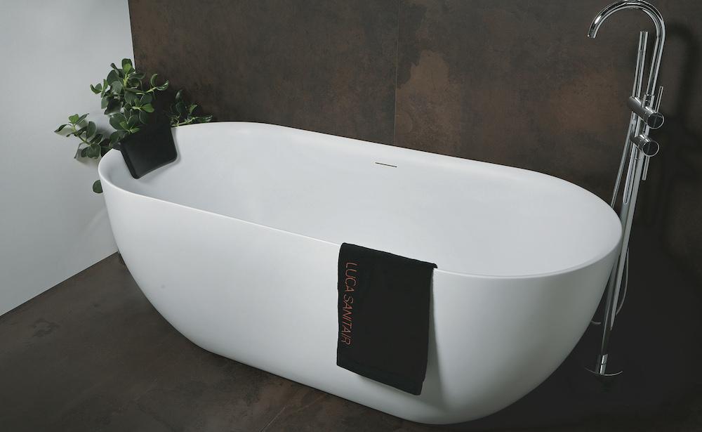 Bad voor kleinere badkamer. Lupa 170 cm van Luca Sanitair #bad #badkamer #lucasanitair