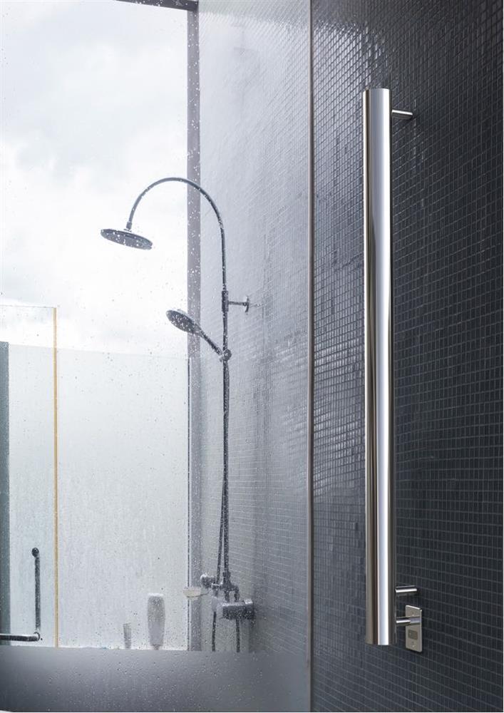 Moderne elektrische handdoekdroger met Italiaans design. Stick van DAS via Luca Sanitair