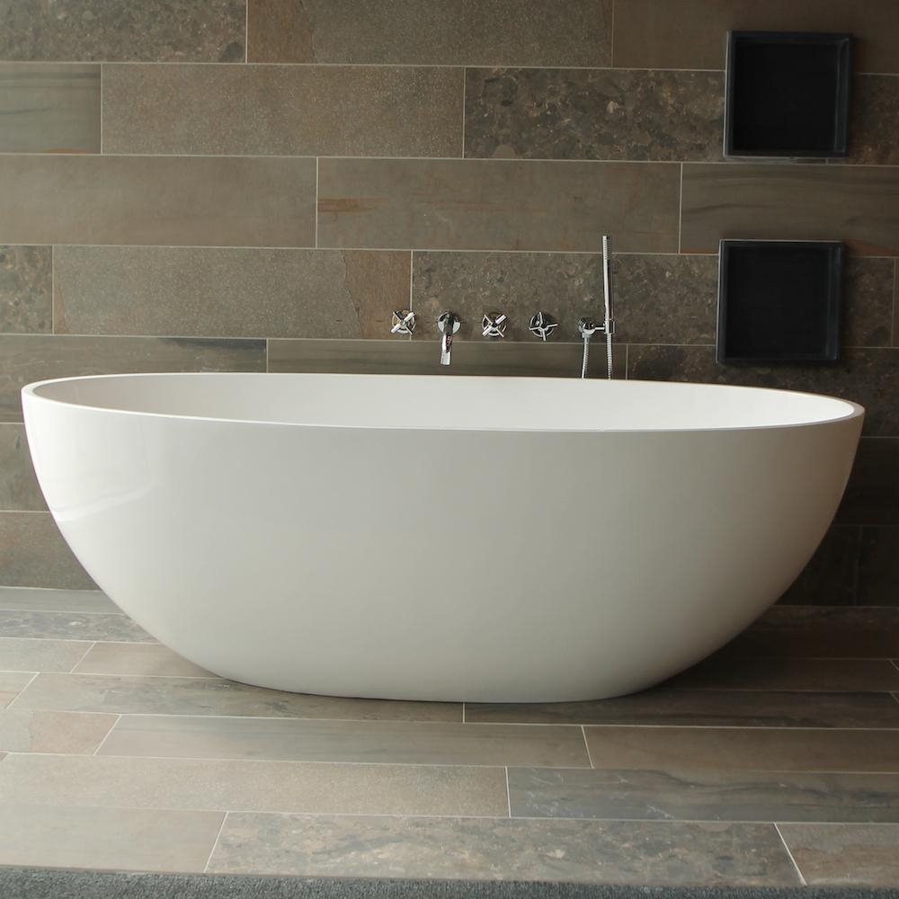 Baden van acryl solid surface mineral stone nieuws startpagina voor badkamer idee n uw - Deco kleine badkamer met bad ...