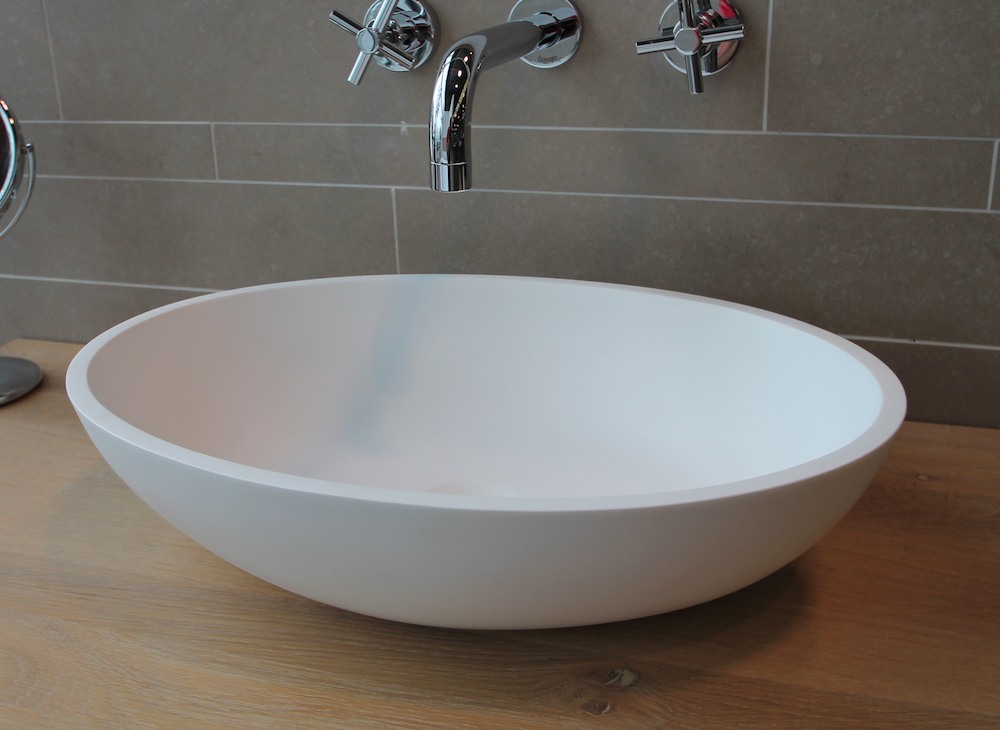 Waskom van solid surface met Italiaans design. Waskom LUVA1318 via Luca sanitair