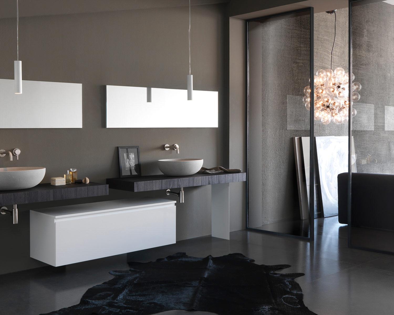 Italiaanse badkamer met design badkamermeubel Twenty van Modulnova #badkamer #badkamerinspiratie #modulnova #badkamermeubel #madeinitaly #design