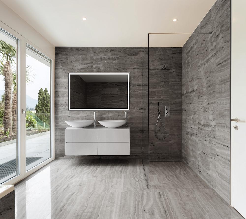 Luxe lichtspiegel Nero van H&R badmeubelen en sanitair. Vierkante badkamerspiegel #spiegel #badkamer #badkamerspiegel #spiegelverwarming #ledverlichting #hrbadmeubelen