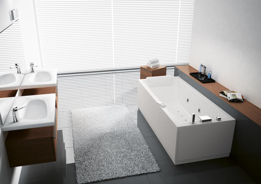 Ligbad met massagesystemen. Novellini Carlos #badkamer #whirlpool #ligbad