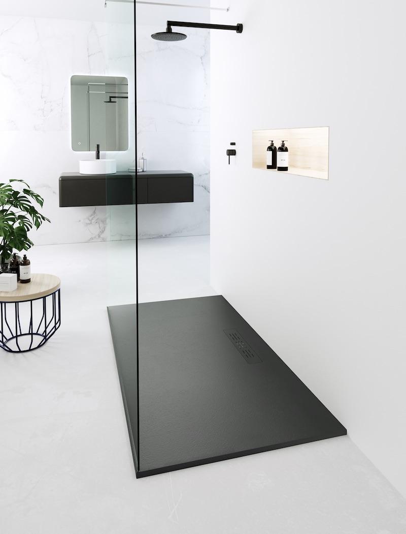 Badkamer zwart wit. Zwarte douchevloer Neo Portada van Nuovvo #nuovvo #badkamer #badkamerinspiratie #zwartwit