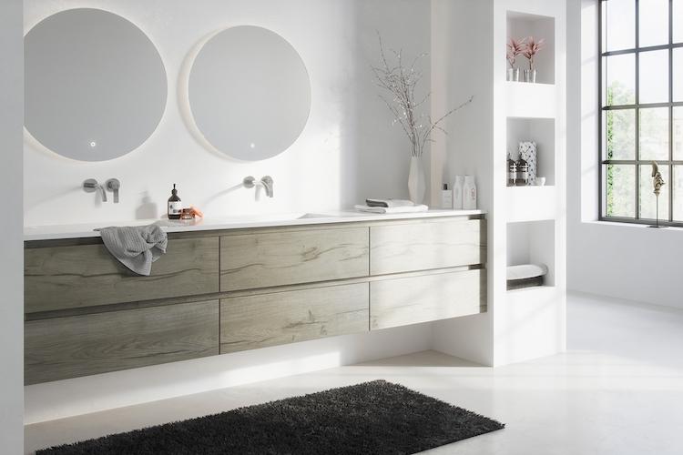 Droombadkamer met Primabad badkamermeubel Original hout en ronde spiegels. #Primabad #badkamer #badkamermeubel #badkamerinspiratie #badkameridee