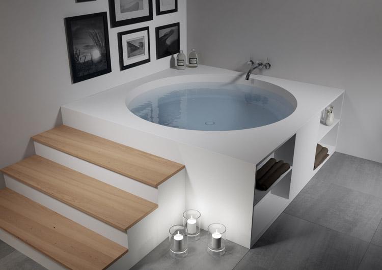 Solid Surface vierkant bad met opbergruimte voor badkamer accessoires - Tarragona van Riho