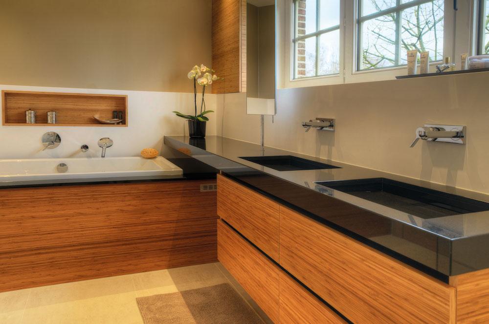 Houten design badkamermeubelen Assanti via Sanidrome #sanidrome #design #badkamer #bad #badkamermeubels #hout