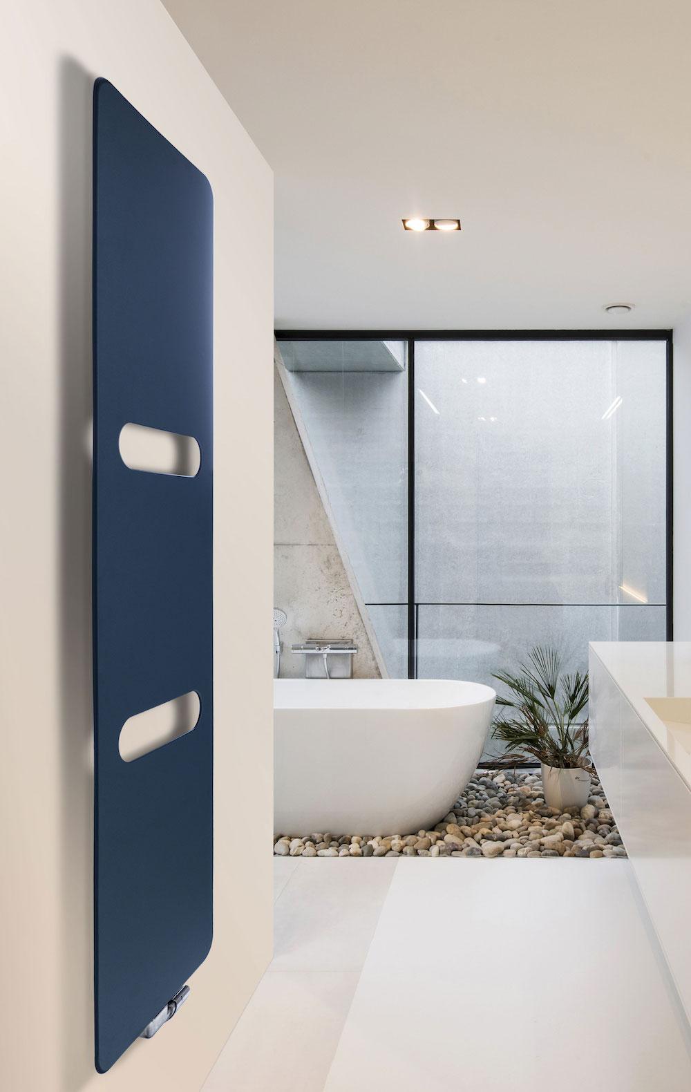 Designradiator Oni voor de badkamer. Met optionele handdoekuitsparingen #vasco #design #badkamer #verwarming