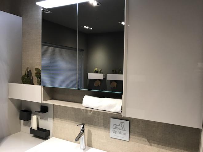 Een badkamer voor iedereen met het innovatieve badkamermeubel met spiegelkast Acanto van Sphinx #badkamermeubel #badkamer #sphinx