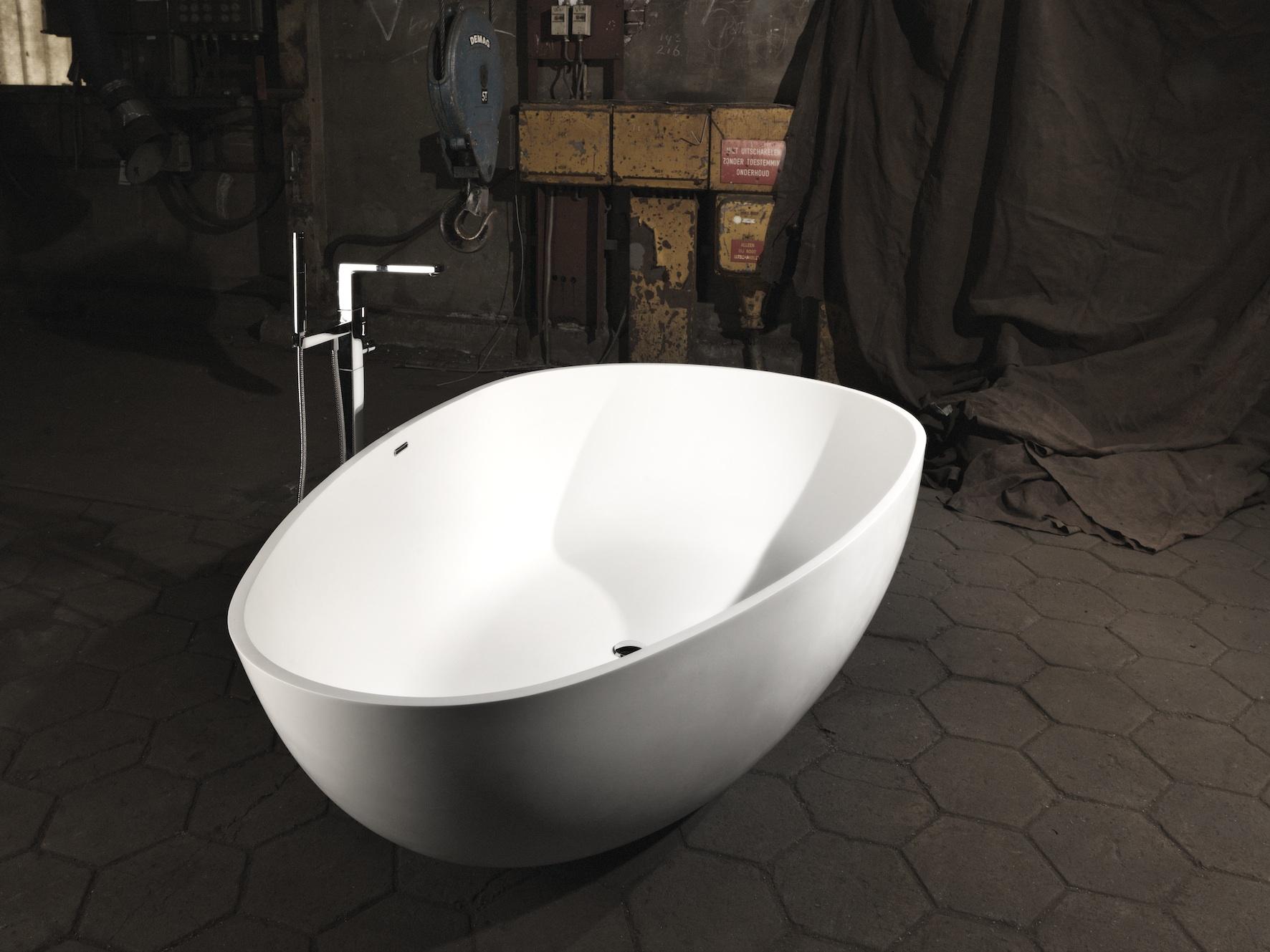 De exclusieve vrijstaande baden van Tortu zijn van hoogwaardige kwaliteit en hebben een prachtig design. Het vrijstaande bad Palau kan worden geleverd in twee verschillende exclusieve materialen:  solid surface (mat) en Stone resin (glans).